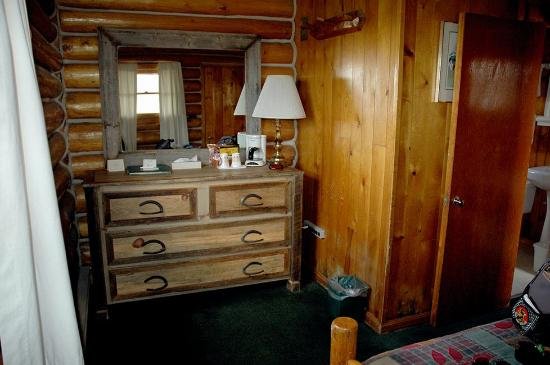 Chico Hot Springs Resort: 2nd bedroom dresser, Rustic Cabin
