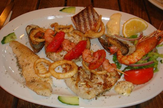 Seaview Apartments: Seafood platter at Fat Olives