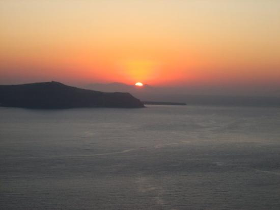 Enigma Apartments & Suites: Sunset over Fira