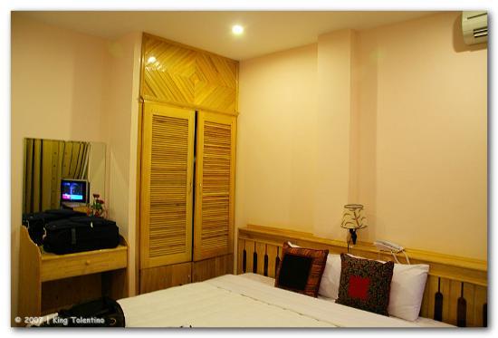 Rising Dragon Hotel : Hotel Room