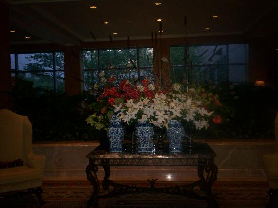 The Logan Philadelphia, Curio Collection by Hilton: Flower Display at front entrance