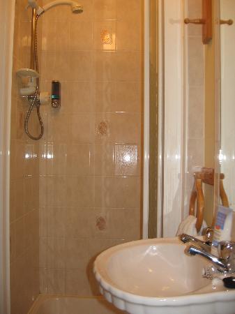O'Briens Cashel Lodge: our shower