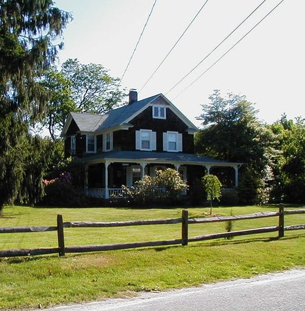 East Quogue, estado de Nueva York: Front of Carol's B&B