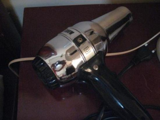 Dong Do Hotel: Beware-the hairdryer that almost fried my hair!