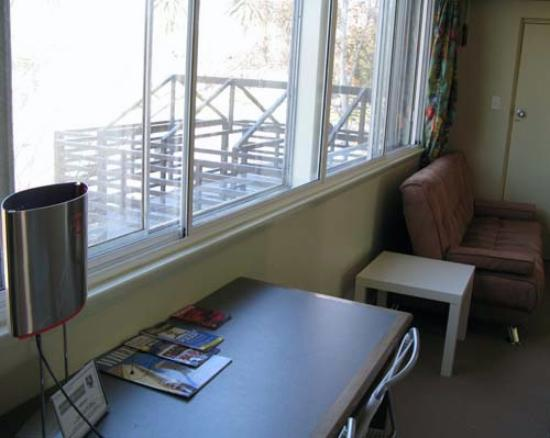 Birches Serviced Apartments: Far wall between bedroom & living area (see the double glass)