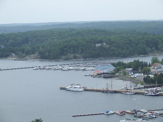 Parry Sound Inn and Suites: Parry Sound from the lookout tower.