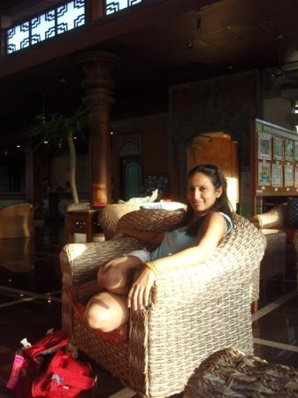 Bali Dynasty Resort Hotel: In the beautiful sunlit lobby