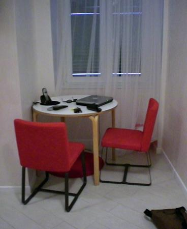 WRH Trastevere: Laptop and desk