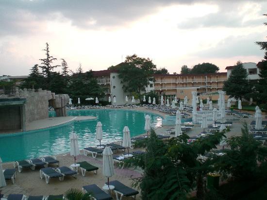 DIT Evrika Beach Club Hotel: pool bar