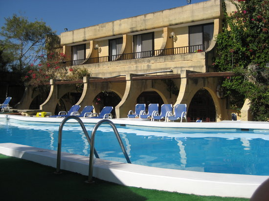 Cornucopia Hotel: Pool and facade 1
