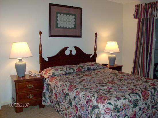 Wyndham Patriots Place: master bedroom