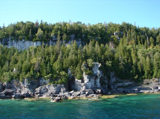 Peacock Villa Motel: an Island on the way to Flowerpot Island