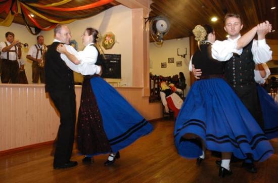 Gramado, RS: danca tradicional alema