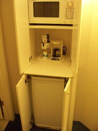 La Quinta Inn & Suites Austin at The Domain: Microwave & Fridge