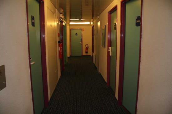 Ibis Budget Honfleur : Hallway
