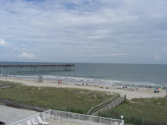 Sand Dunes Motel : View of Pier from Hotel