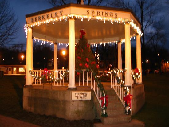 Berkeley Springs State Park: Christmas 2006