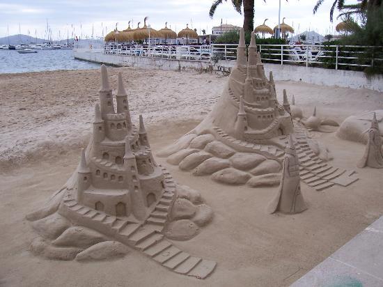 Aparthotel Playa Mar & Spa: Beach as you walk into town