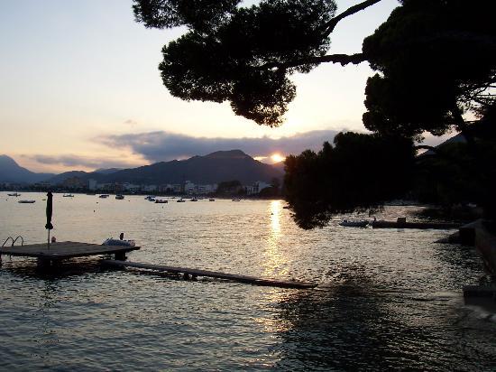 Aparthotel Playa Mar & Spa: Pine Walk at sunset-walking to dinner