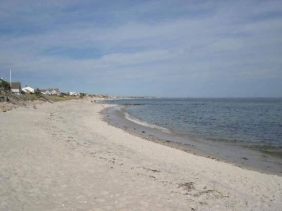 The Dunes Motor Inn: Beach east