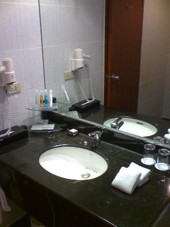 Novotel Bangkok Bangna: Bathroom Sink