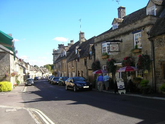 The Angel at Burford: Witney street-view of The Angel