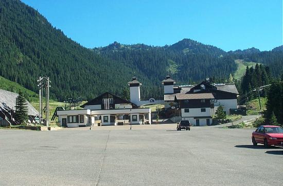 Crystal Mountain Hotels Alpine Inn: The Ski Resort