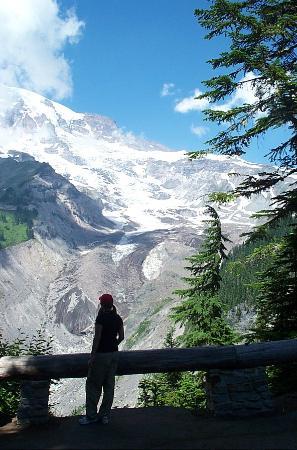 Crystal Mountain Hotels Alpine Inn: View of Mt Rainier Glacier