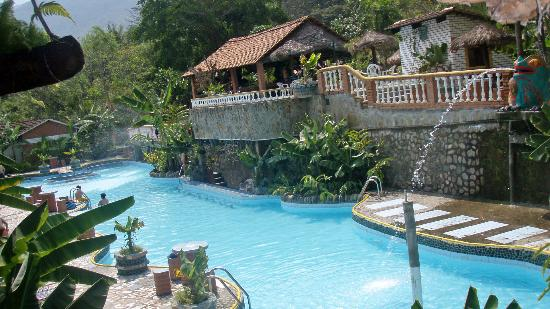 Rio Selva Resort - Yungas: Pool directly in front of our Departmeto