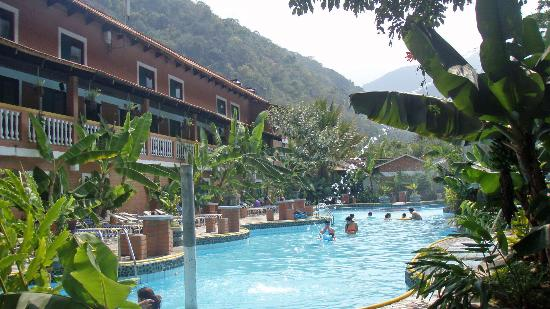 Rio Selva Resort - Yungas: Pool in fron looking towards our Departmento