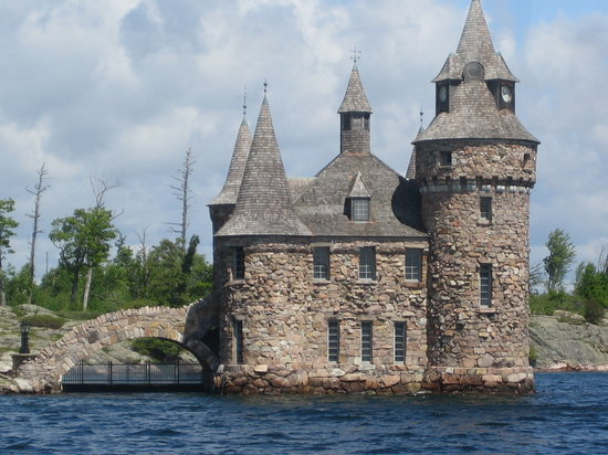 ‪‪Boldt Castle and Yacht House‬: Ferry view of the Powerhouse‬