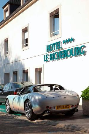 Le Richebourg : Perfect location and facilities for drivers