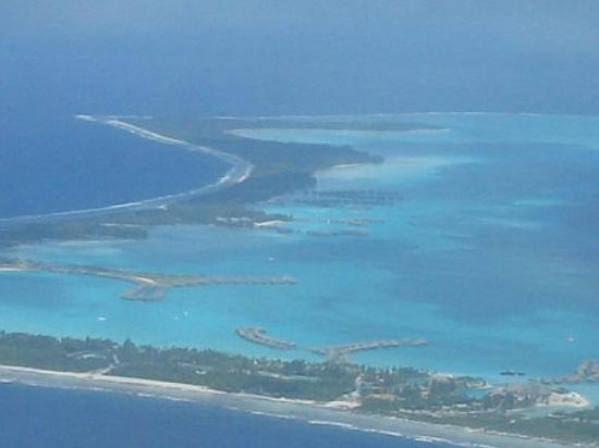 InterContinental Bora Bora Resort & Thalasso Spa: Flying over our resort and St. Regis.