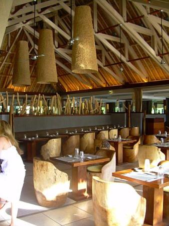 InterContinental Bora Bora Resort & Thalasso Spa: The Reef restaurant during breakfast