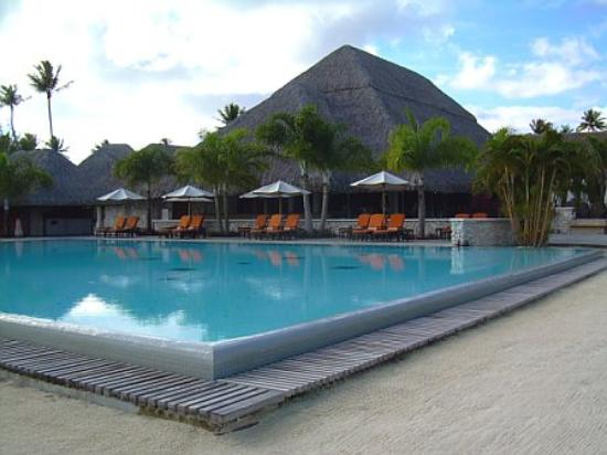 InterContinental Bora Bora Resort & Thalasso Spa: Pool area