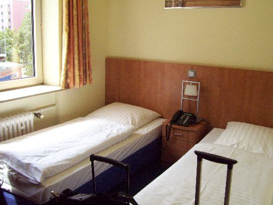 Alleenhof Hotel: Bedroom with Twin Beds