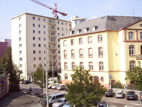 Alleenhof Hotel: Another picture of hospital located on side street from hotel room