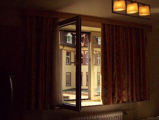 Alleenhof Hotel: View of bedroom window