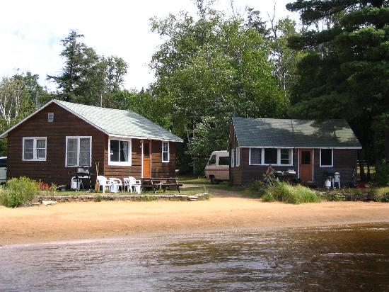 Parkway Cottage Resort & Trading Post: Lakeside cabins