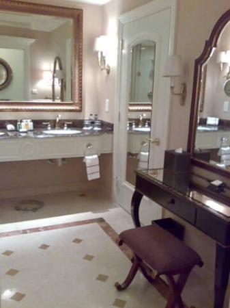 The Venetian Macao Resort Hotel: Wash basin & dressing table. Only run of the mill toiletries are supplied.