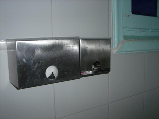 The Museum Spa Wellness Santorini Hotel: details from bathroom