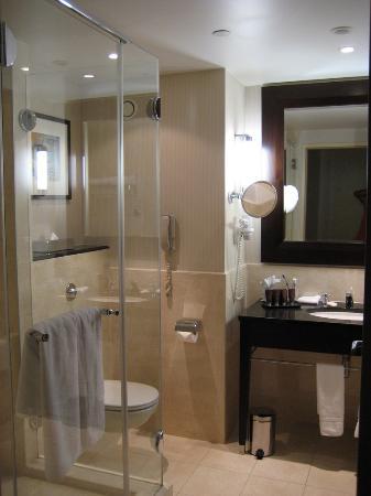InterContinental Hotel Warsaw: Bathroom