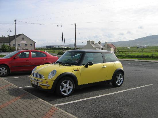 Achill Cliff House Hotel: Rush Hour in Keel
