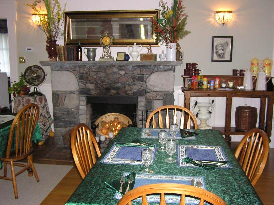 Brick House Bed & Breakfast: Dining Room - Brick House B&B