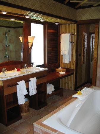 InterContinental Bora Bora Le Moana Resort: Bathroom