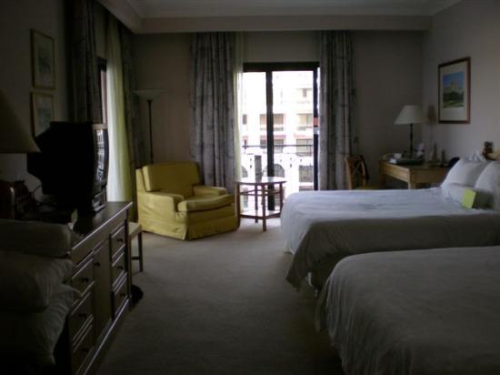 The Westin Dragonara Resort, Malta: Two queen beds in tower room
