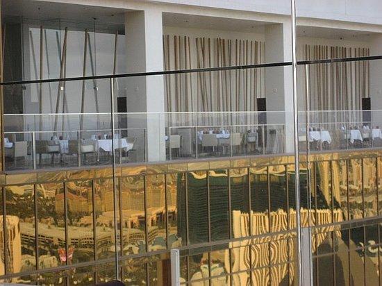 Mix - Las Vegas: Dining patio