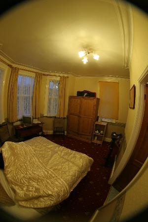 Lakeside Guest House: My en suite room