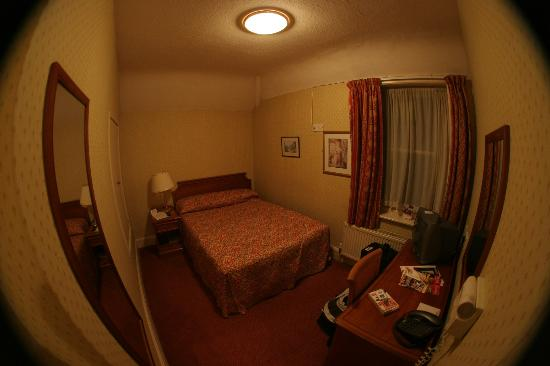 Comfort Inn Chester: My en suite room