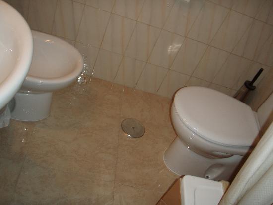 Hostal Maria Luisa: el baño recien remodelado